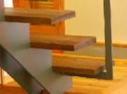 透け感のある階段